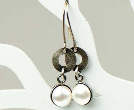 Perłowe pióra- kolczyki srebrne a795
