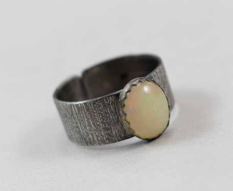 Opal z Etiopii w srebrze - pierścionek