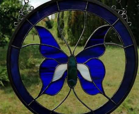 Szklany motyl zamknięty w kole (witraż) (niebieski)