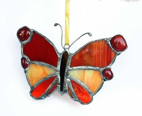 Motyl w czerwieniach - zawieszka witrażowa