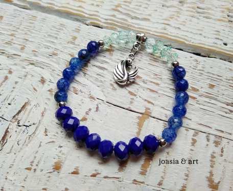 niebieska z łabędziem