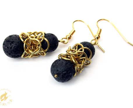 Koronkowe czarno-złote kolczyki chainmaille