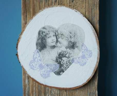 Obrazek z aniołkami w technice decoupage na drewnianym plastrze