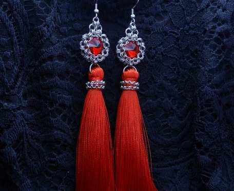 Kolczyki wiszące chwosty czerwone stal nierdzewna handmade