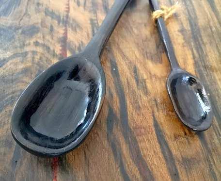 Dekoracyjne łyżki z czarnego dębu