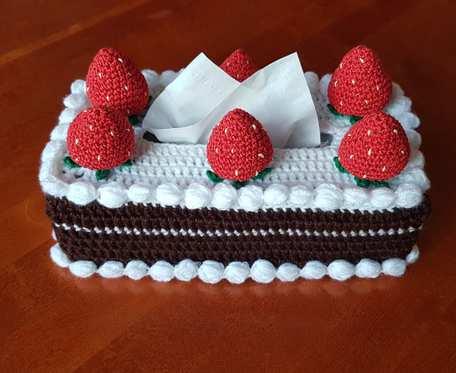 Chustecznik tort czekoladowy z truskawkami