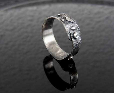 Obrączka srebrna fakturowana