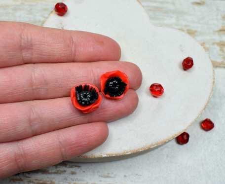 Kolczyki wkrętki czerwone maki