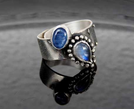 Obrączka srebrna z kyanitem i kamieniem księżycowym