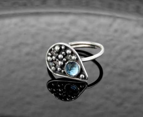 Pierścioek srebrny z topazem Swiss Blue
