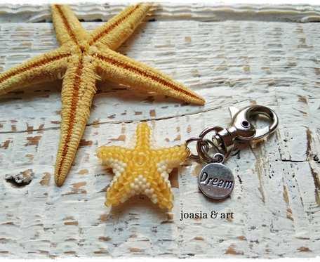 mały breloczek- żółta rozgwiazda