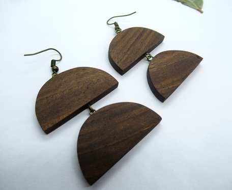 Drewniane kolczyki PODWÓJNE PÓŁKSIĘŻYCE orzech