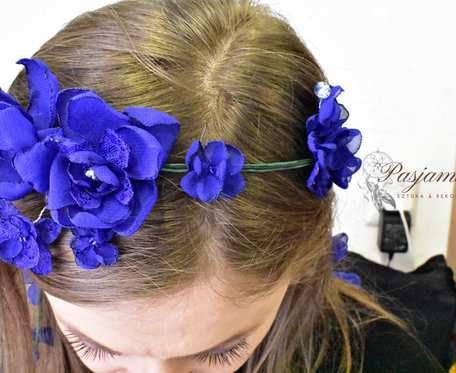 Kwiatowa ozdoba o włosów