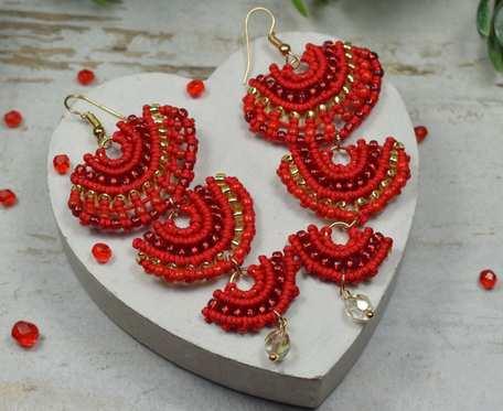 Czerwone kolczyki wachlarze w stylu boho
