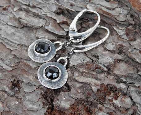 Kolczyki srebrne z czarnym spinelem