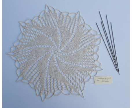 Serwetka na drutach, ecru 37 cm