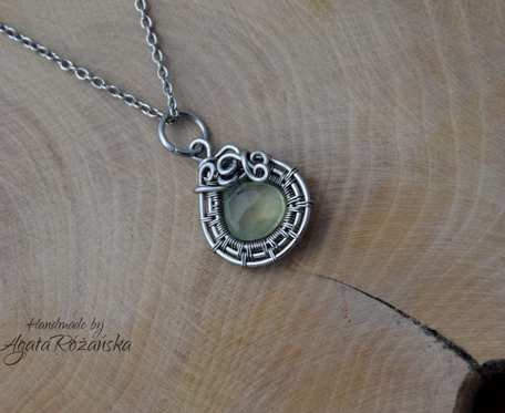 Wisiorek prehnit, stal chirurgiczna, wire wrapping