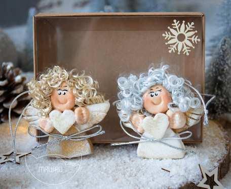 Para uroczych aniołków na zawieszce, w pudełeczku. Prezent na Boże Narodzenie (a05)