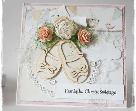 Kartka z okazji chrztu świętego w pudełku.