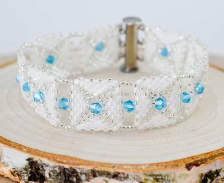 Delikatna bransoletka niebieskie kryształki