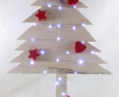 Drewniana Choinka z czerwonymi ozdobami 50 LED