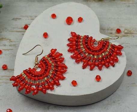 Czerwone kolczyki wachlarze z koralików