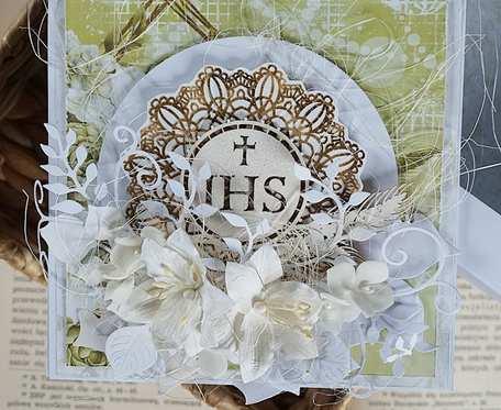 Kartka z okazji komunii świętej w pudełku.