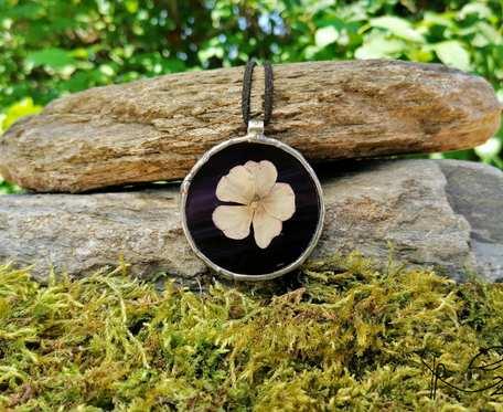 Szklany medalion koło z kwiatem floksa (fioletowy)