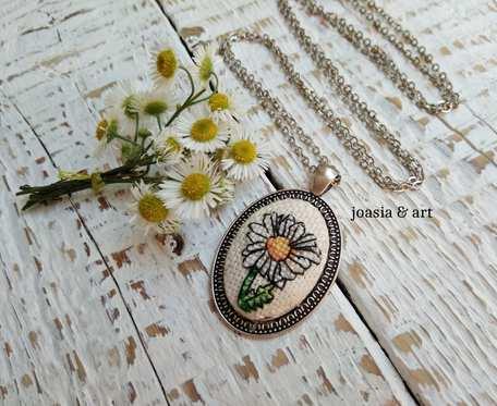 medalion z rumiankiem