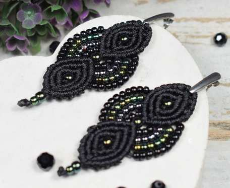 Czarne, eleganckie kolczyki z koralików