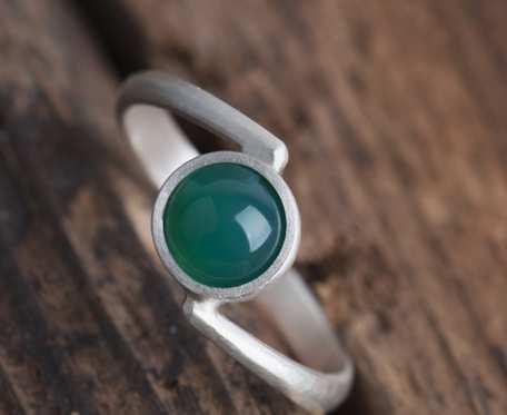 Srebrny pierścionek z zielonym agatem