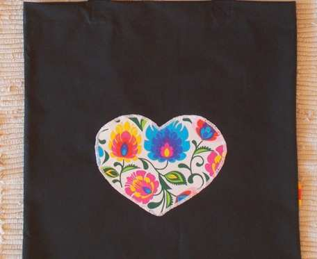 Czarna torba na zakupy z sercem