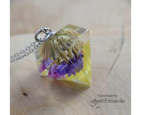 Wisiorek diament z żywicy z kolorowymi kwiatami zatrwianu, stal chirurgiczna