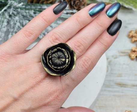 Duży, elegancki pierścionek
