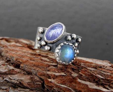 Obrączka srebrna z tanzanitem i kamieniem księżycowym