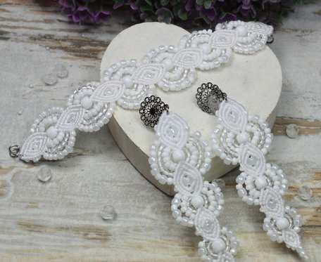 Ślubny komplet biżuterii z koralików - długie kolczyki i bransoletka