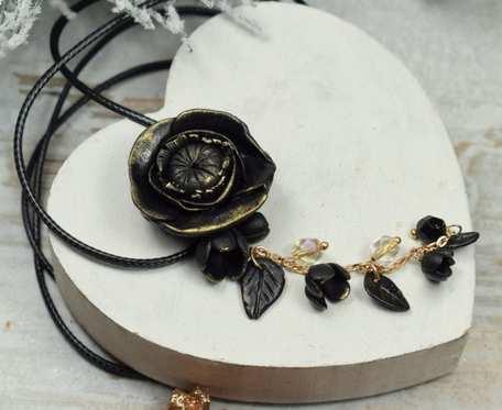 Długi czarny wisiorek kwiat