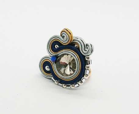 Granatowy pierścionek z dodatkiem złota i srebra