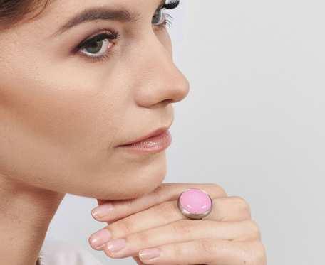 Różowy pierścień srebrny Alda a754