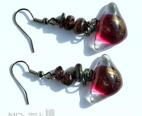 Eleganckie z granatami - kolczyki szklane z kamyczkami granatu