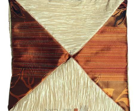 Kremowa elegancja trójkątów - poszewka dekoracyjna