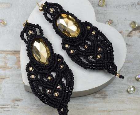 Długie, eleganckie kolczyki z kryształami, czerń i złoto