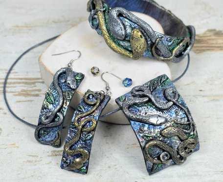 Komplet biżuterii z motywem węża