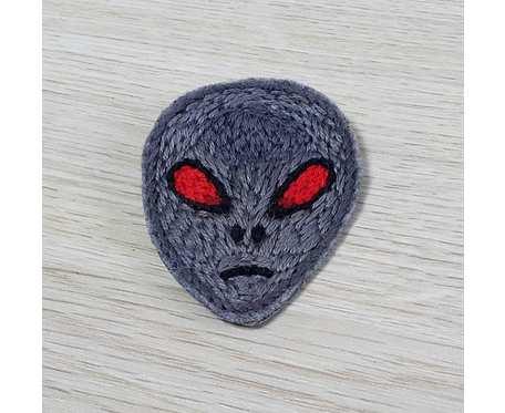 Broszka haftowana alien