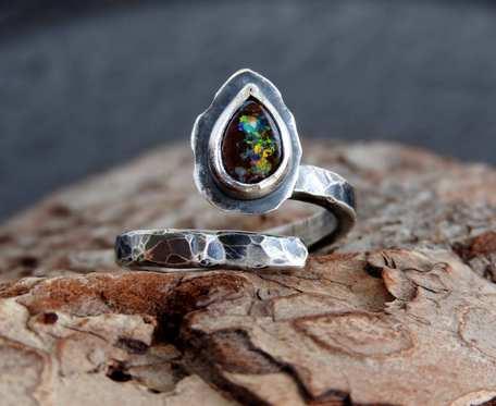 Pierścionek srebrny z boulder opalem
