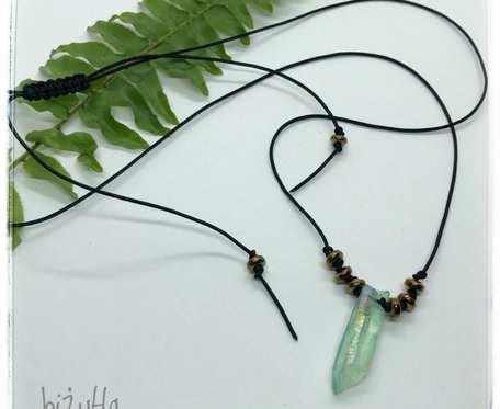 Delikatny naszyjnik boho z zieloną aurą na sznurku