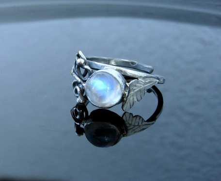 Pierścionek srebrny księżycowy