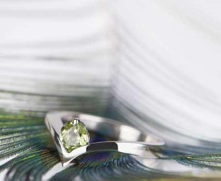 Srebrny zaręczynowy pierścionek z perydotem