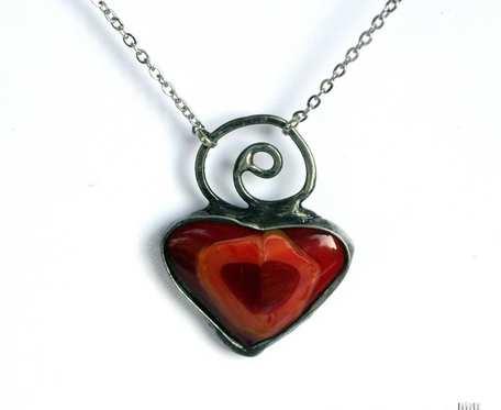 Serce w czerwieni - wisiorek