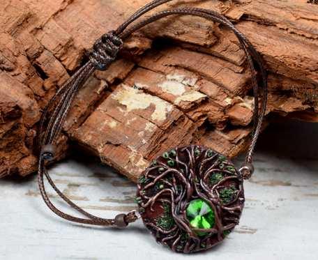Sznurkowa bransoletka z motywem drzewa